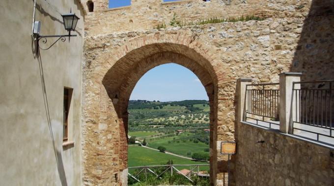 Porta Di San Martino Magliano In Toscana