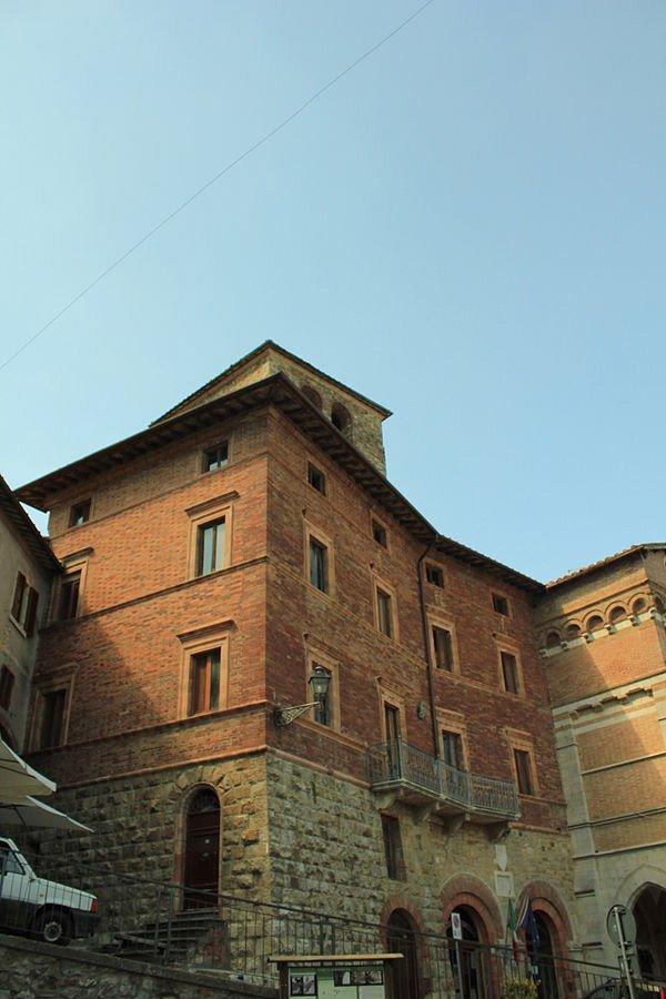 montieri-600px-Palazzo_dei_Marchesi_Montieri-(1)-Alienautic