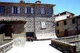 Scorcio_con_palazzo_Castell'Azzara_(GR)-thumbnail